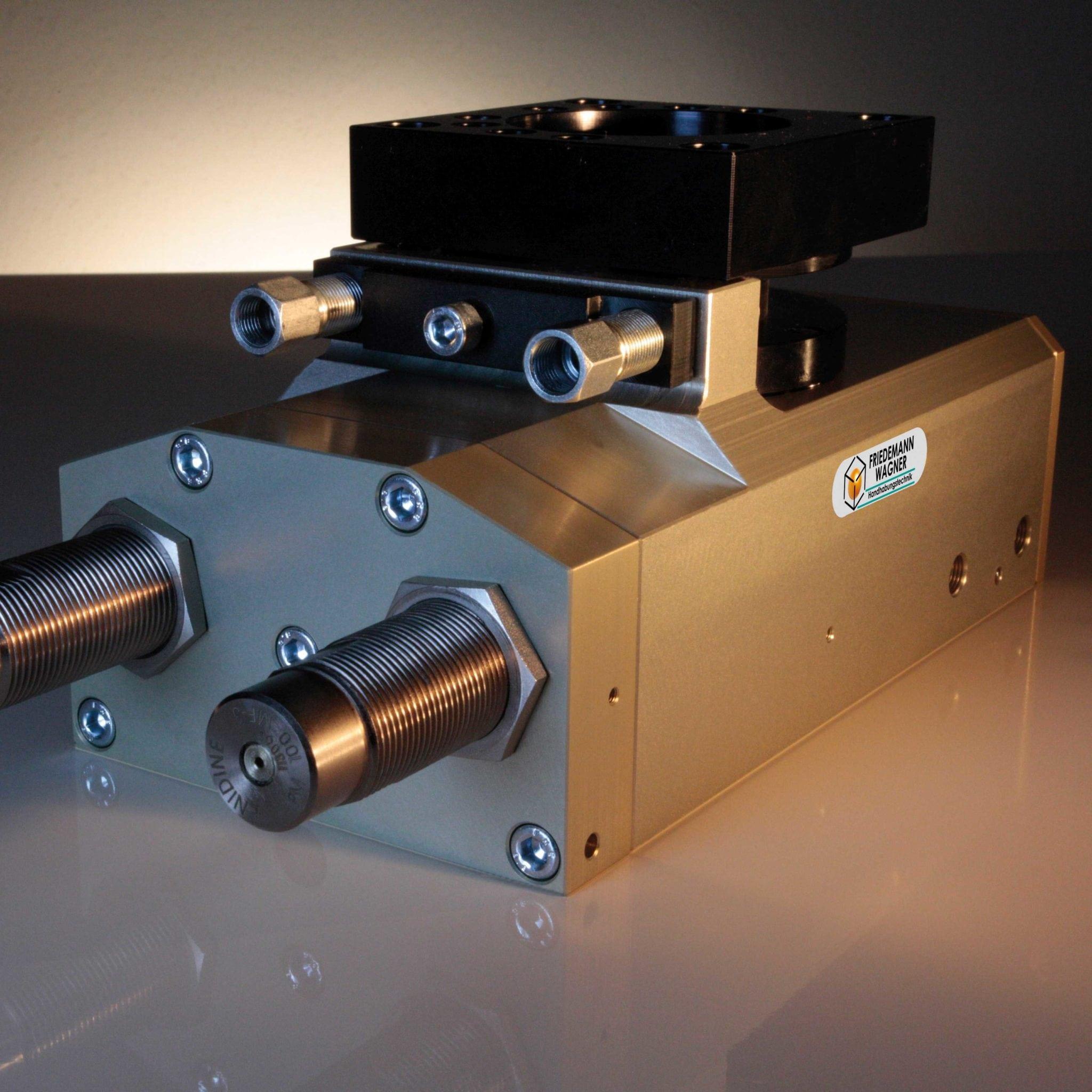 Kraftpaket - pneumatischer Schwenkantrieb SES-9